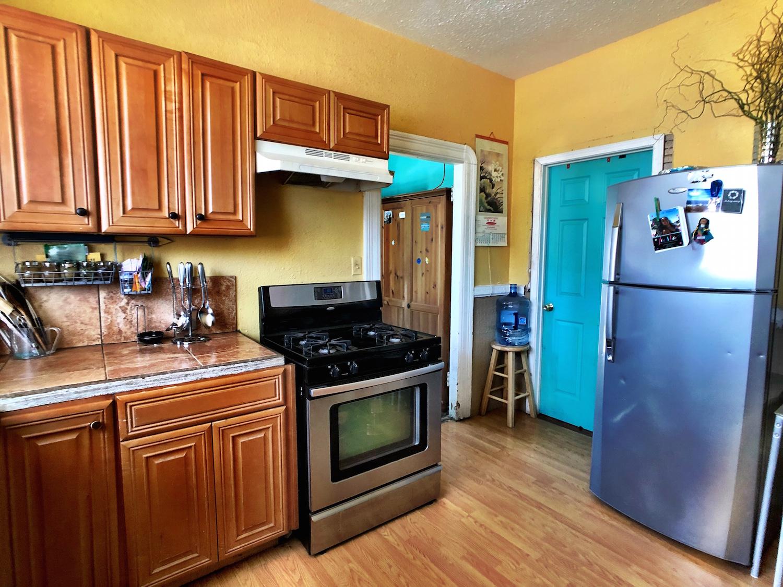 13 Kitchen.jpg