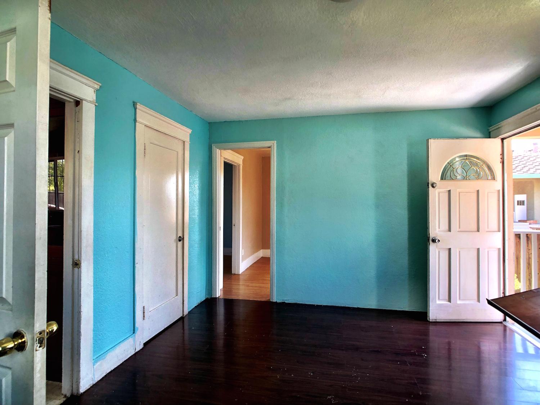 21 320A Livingroom.jpg