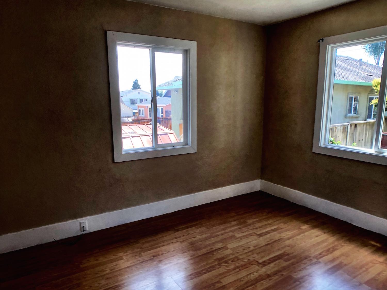 23 320A Front Bedroom.jpg