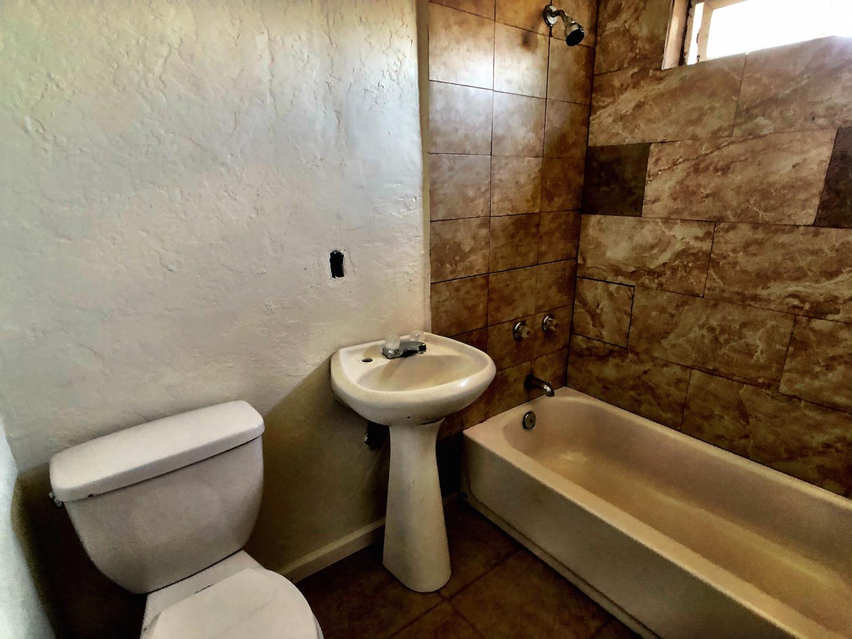 24 320A Bathroom.jpg