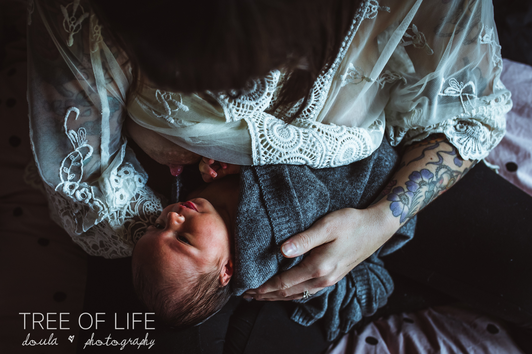 London-motherhood-photography-breastfeeding