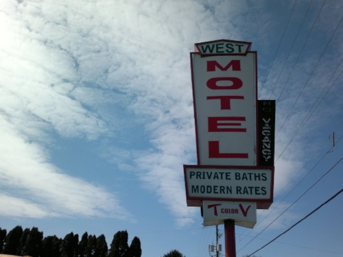Modern rates? Why would one want to pay modern rates for obviously outdated accommodations?