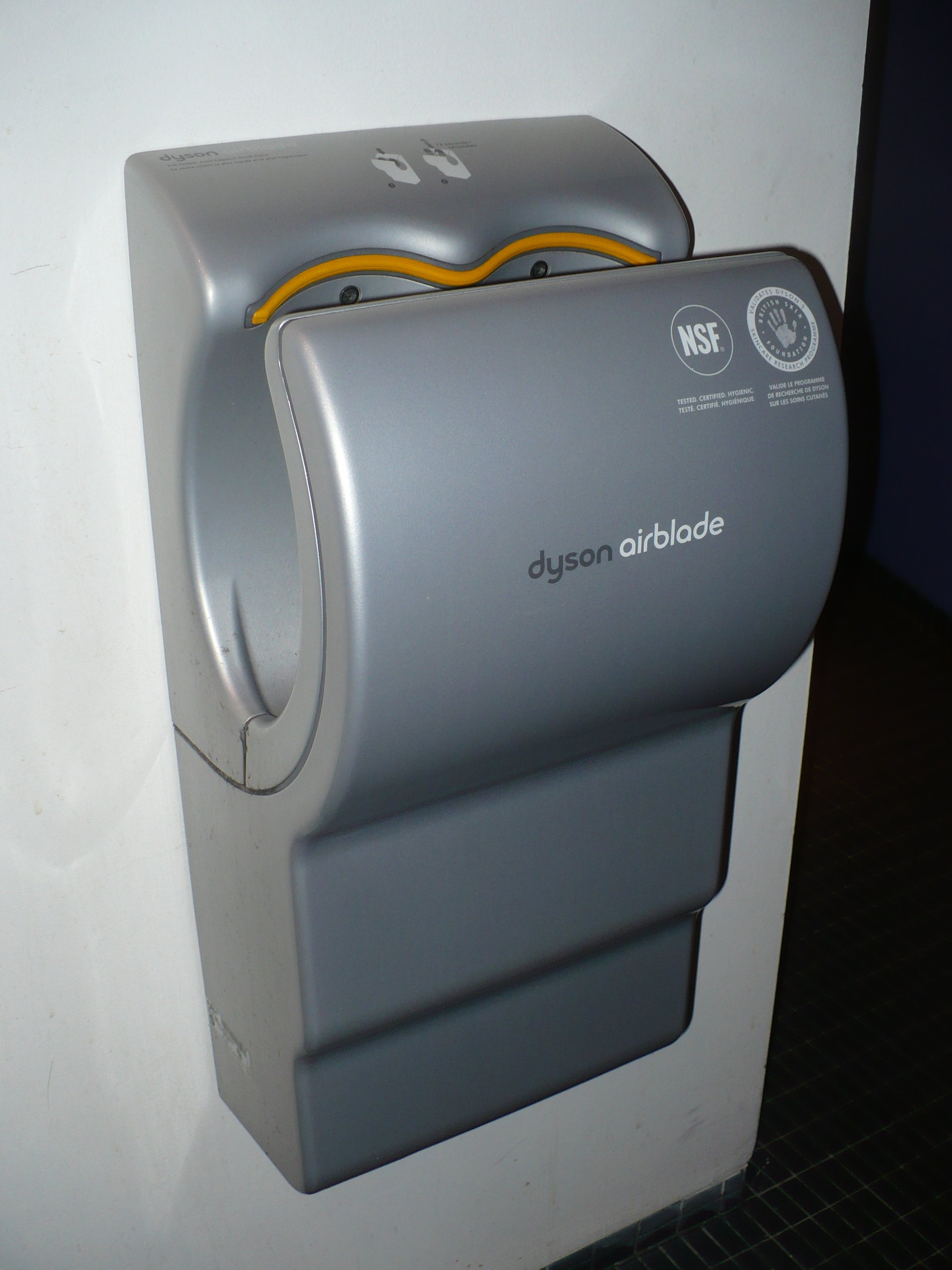 Dyson_airblade_at_DX.JPG