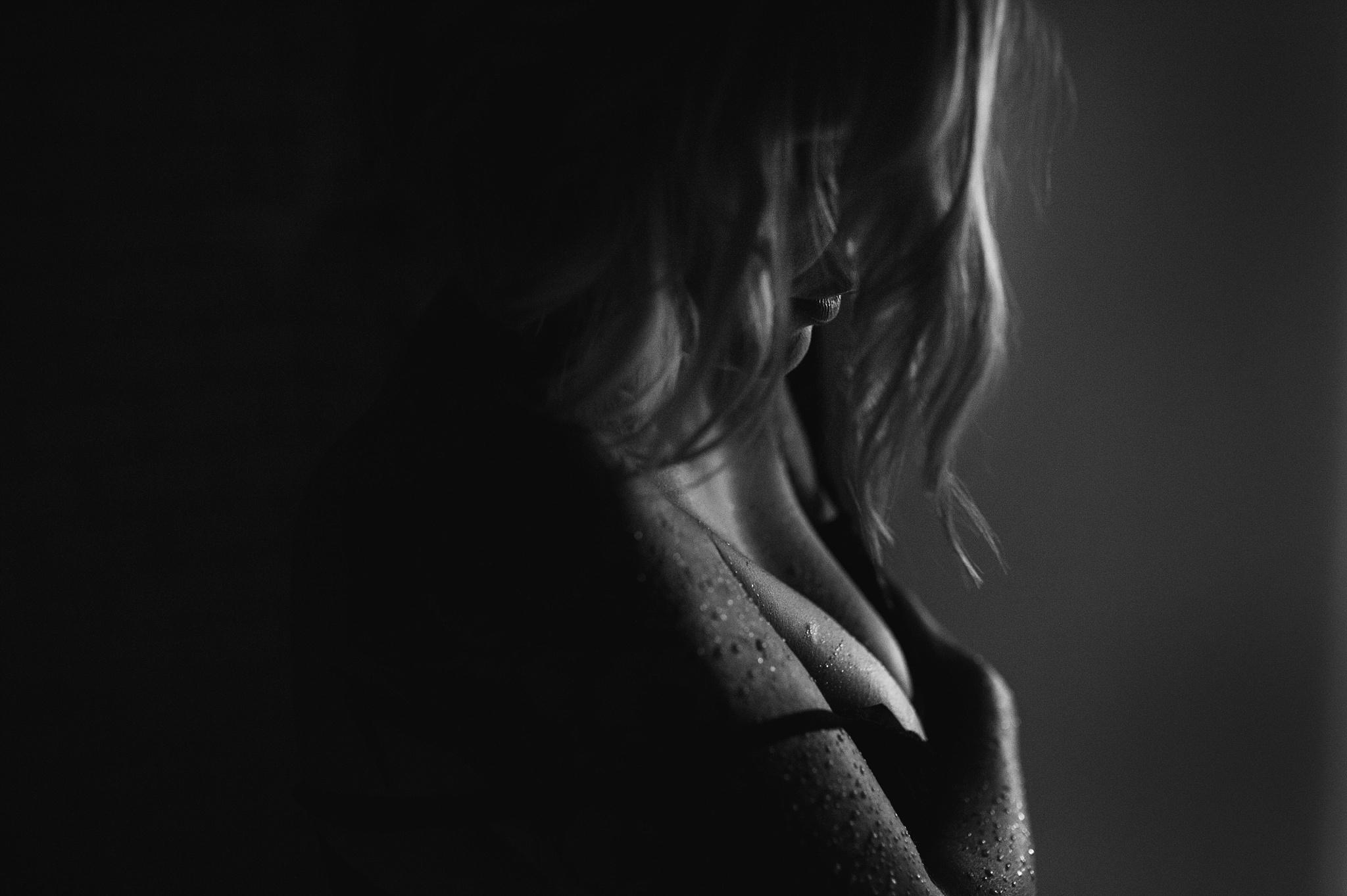 dark-and-moody-boudoir-photo.jpg