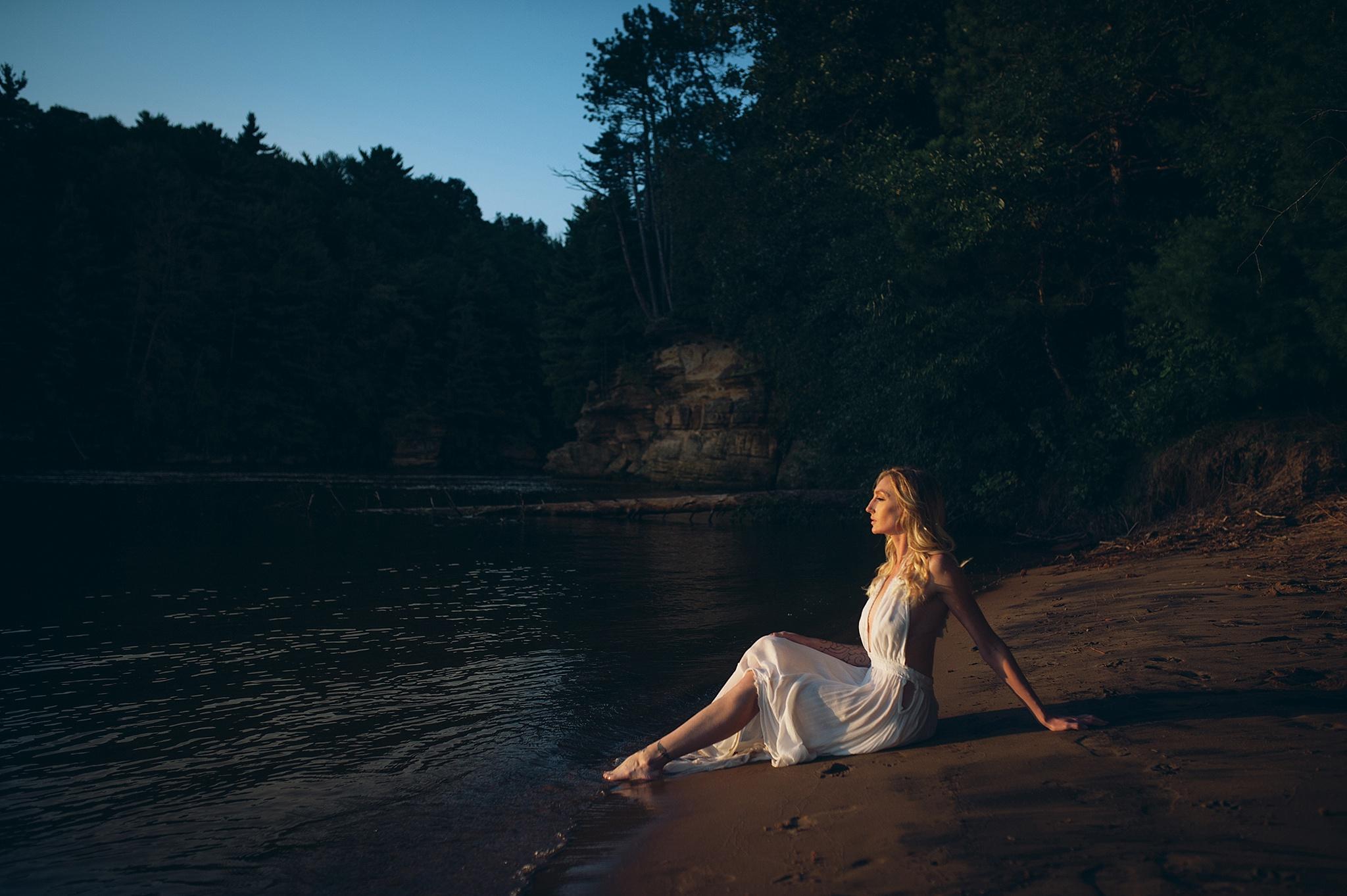 outdoor-boudoir-photographer-water_13.jpg