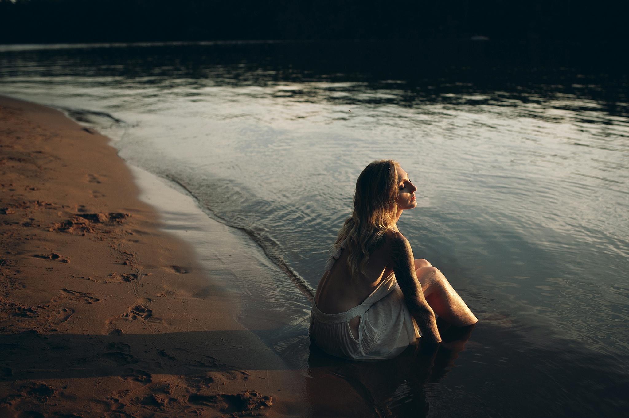 outdoor-boudoir-photographer-water_16.jpg
