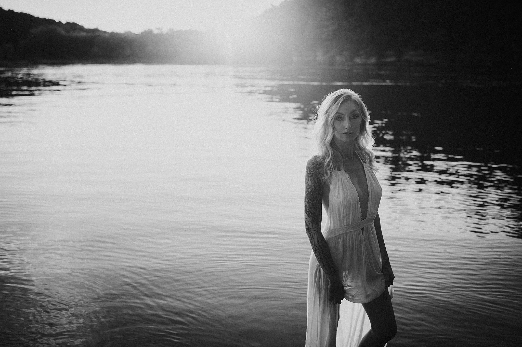 outdoor-boudoir-photographer-water_17.jpg