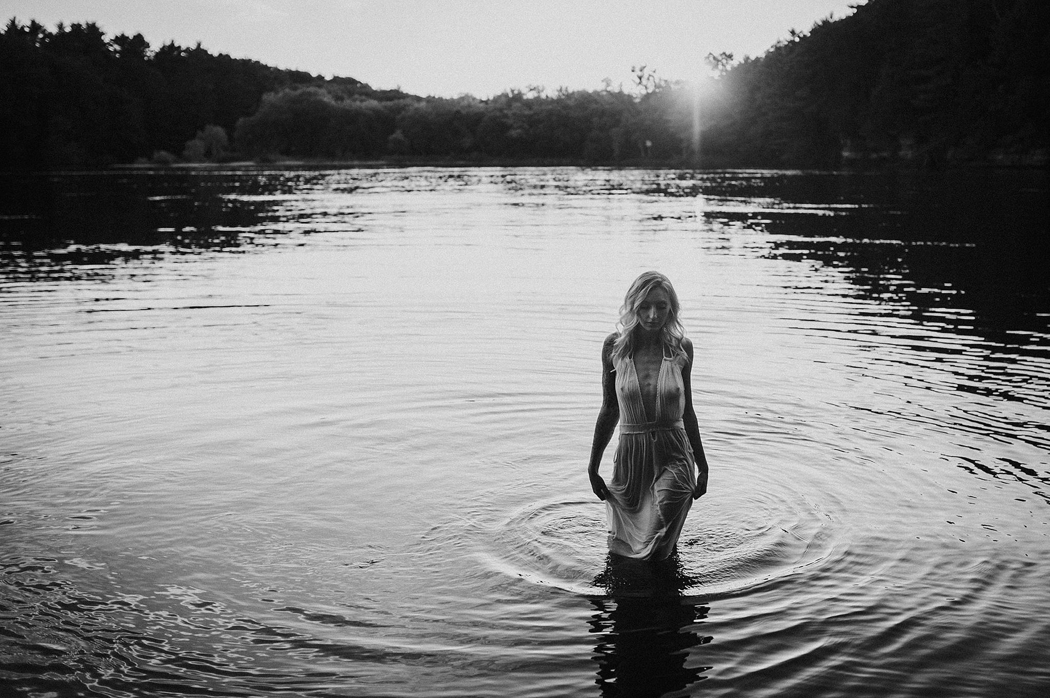 outdoor-boudoir-photographer-water_19.jpg