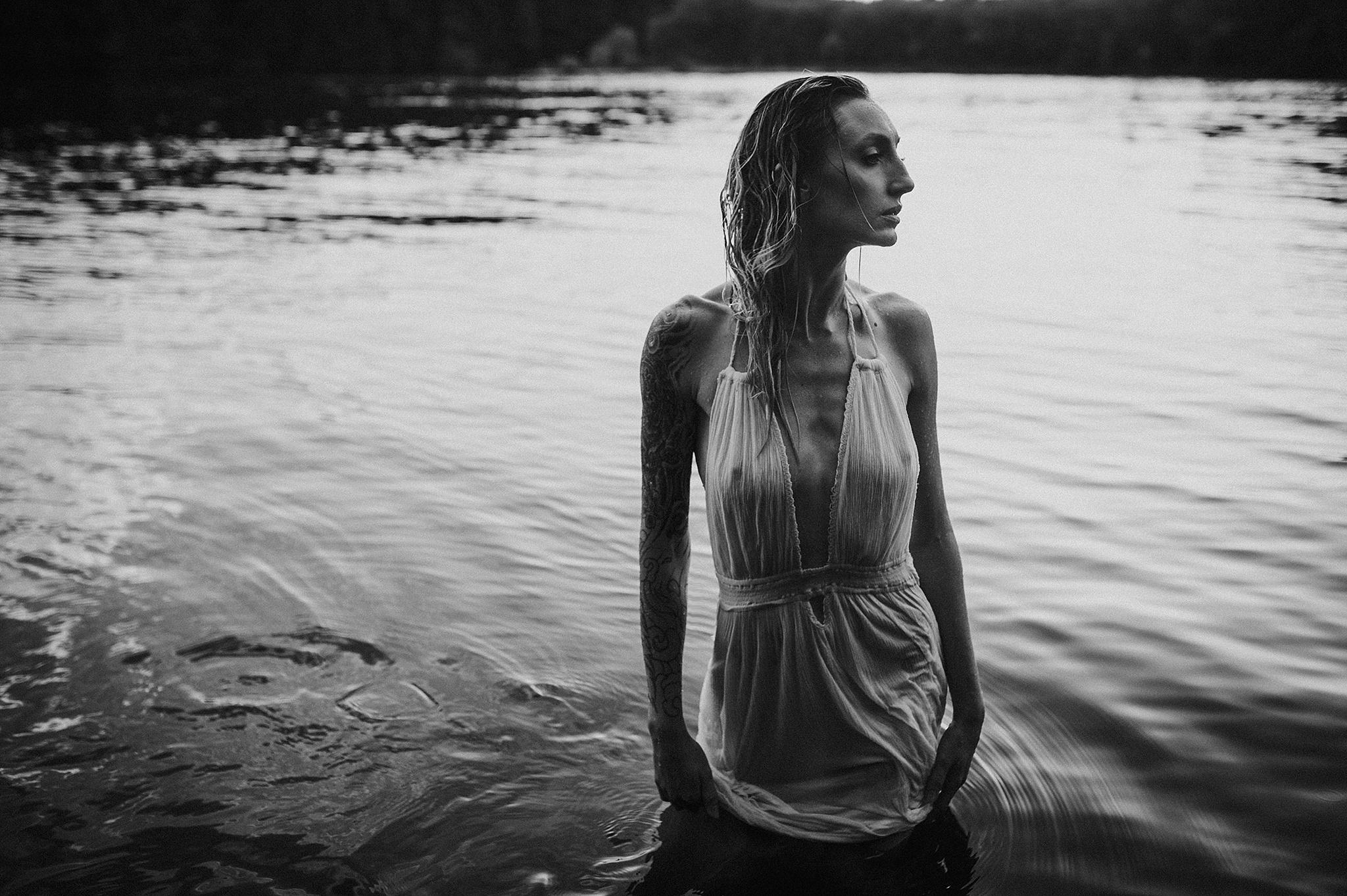 outdoor-boudoir-photographer-water_26.jpg