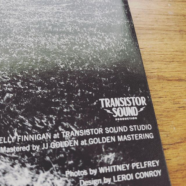 We love seeing our logo on different records & releases. ⚡️TS⚡️ This one is from the new @kpfinns 45 on @coleminerecords, and it is a must have! 💗🖤 #transistorsound #transistorsoundstudio #transistorsoundproduction #kellyfinnigan #45 #catchmeimfalling #trouble #coleminerecords #vinyl #records #logo #albumart #leroiconroy
