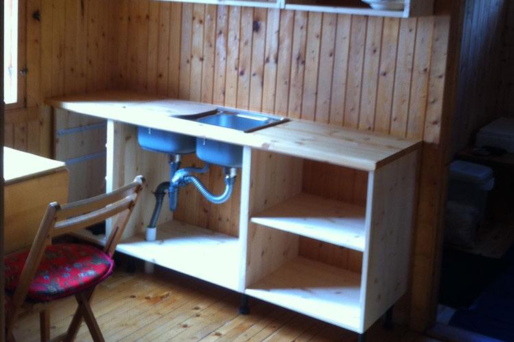 KitchenCounter02.jpg
