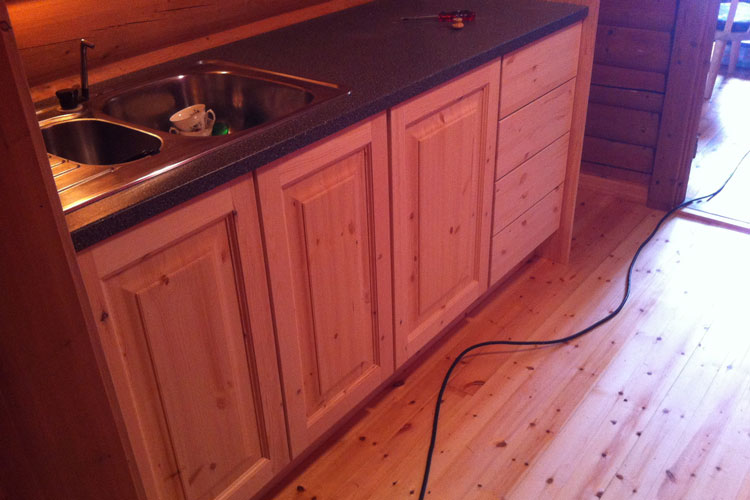 KitchenCounter05.jpg
