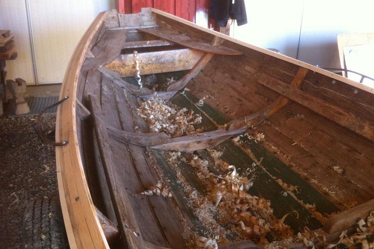 BoatRepair02.jpg