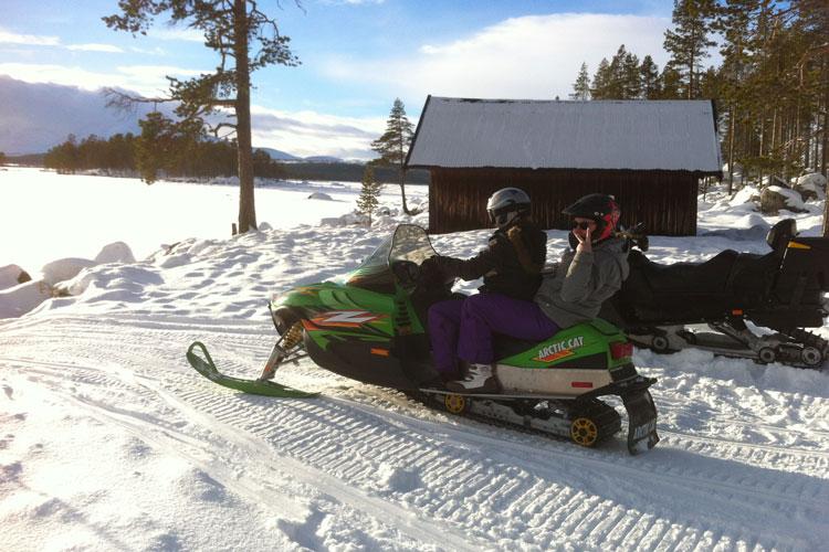 Snowmobile02.jpg