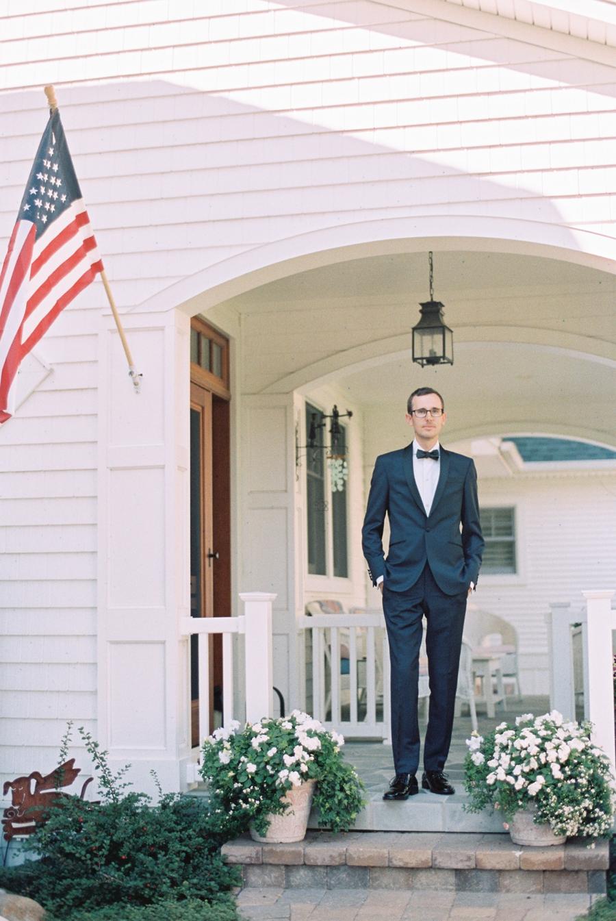 10-navy-blue-grooms-suit.jpg