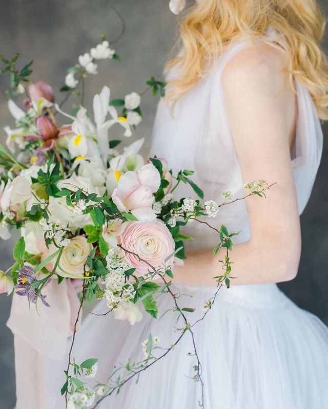 Thrilled to have our Chelodonian shoot featured on @greylikes yesterday! Tap for the amazing vendors that helped bring this all together 💕⠀ ⠀ ⠀ ⠀ #greylikesweddings #bridalshoot #jurgitabridal #weddingflorals #floraldesign #featuredwedding #filmphotography #filmweddingphotographer #weddinginspiration #bridestyle #weddingdresss #destinationwedding #luxuryweddings #30aphotographer #marthaweddings #laurenkinseyphotography #laurenkinseyweddings