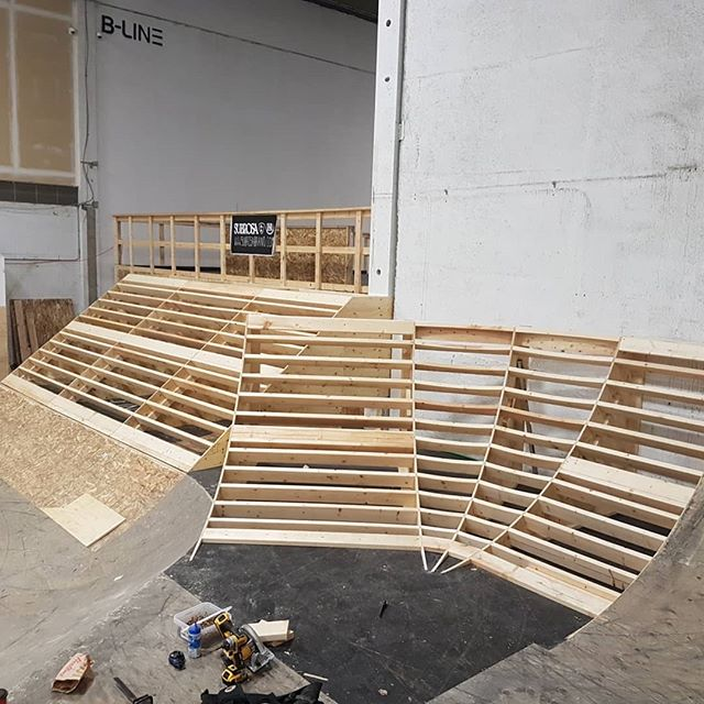 Here's a ramp addition we did at @blinebikepark last month to get the back park all ready for winter. #blinebikepark #yyc #skatepark #rampbuild #carpentry #framing