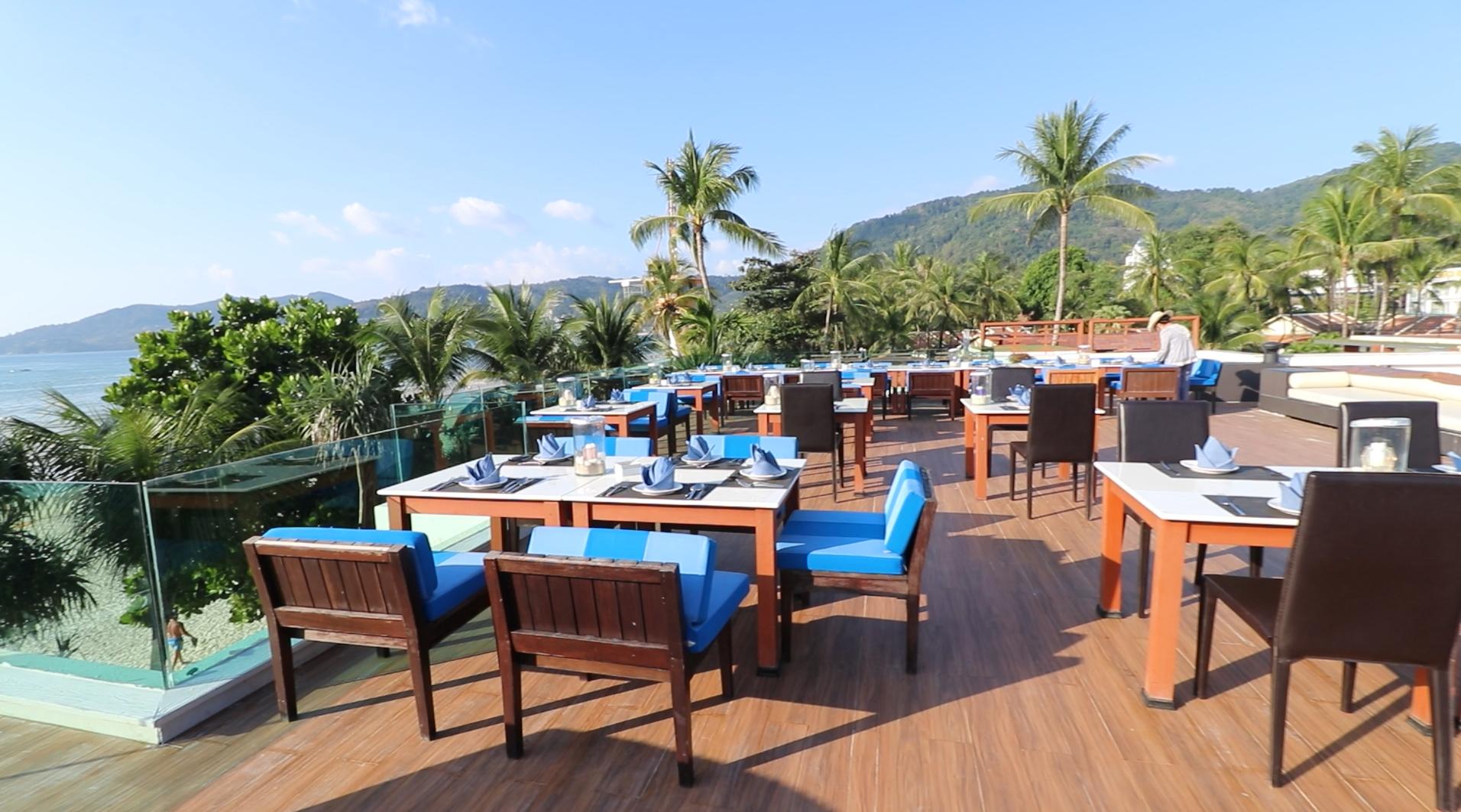 屋上のレストランは日中誰も来ません。