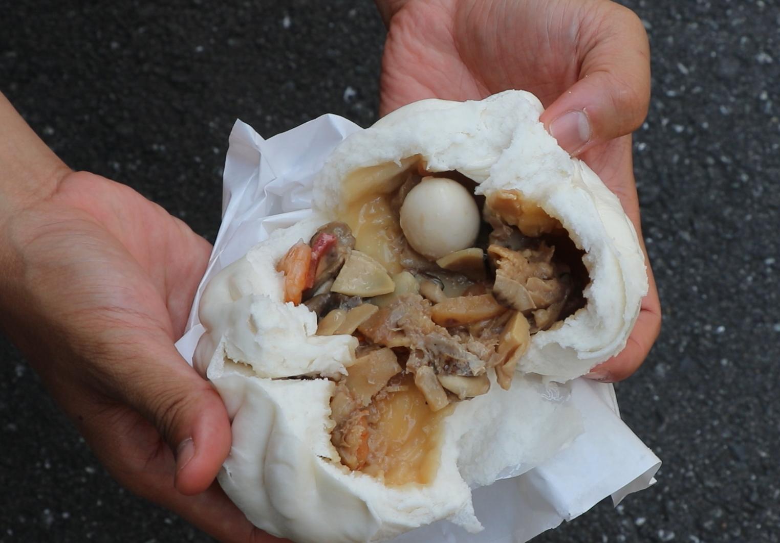 kagurazaka street food tokyo nikuman