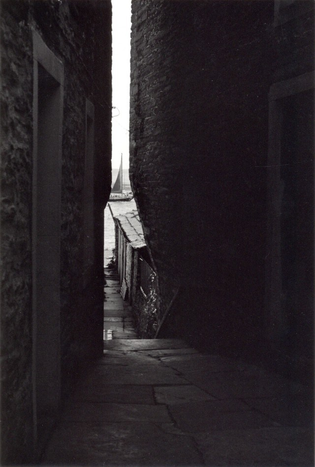 Image: Gunnie Moberg. This favoured close in Stromness features in several of Gunnie's photographs of the town.