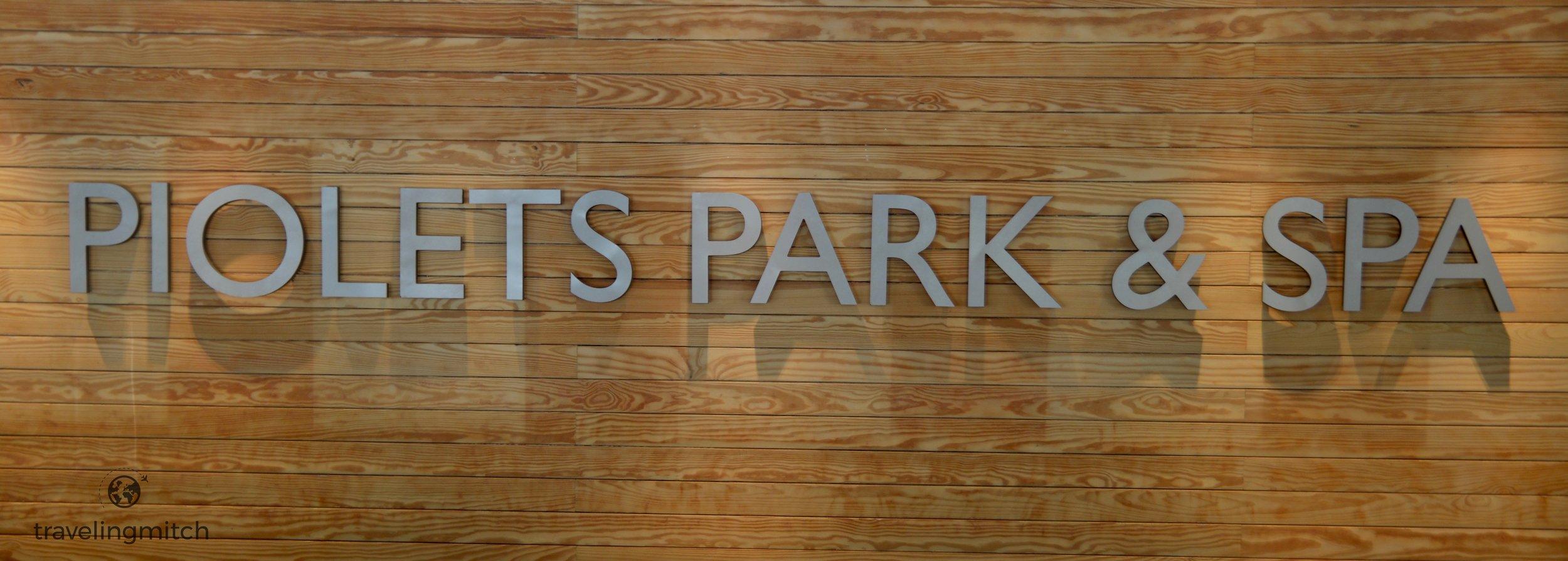 The lobby of Hotel Piolets Park & Spa
