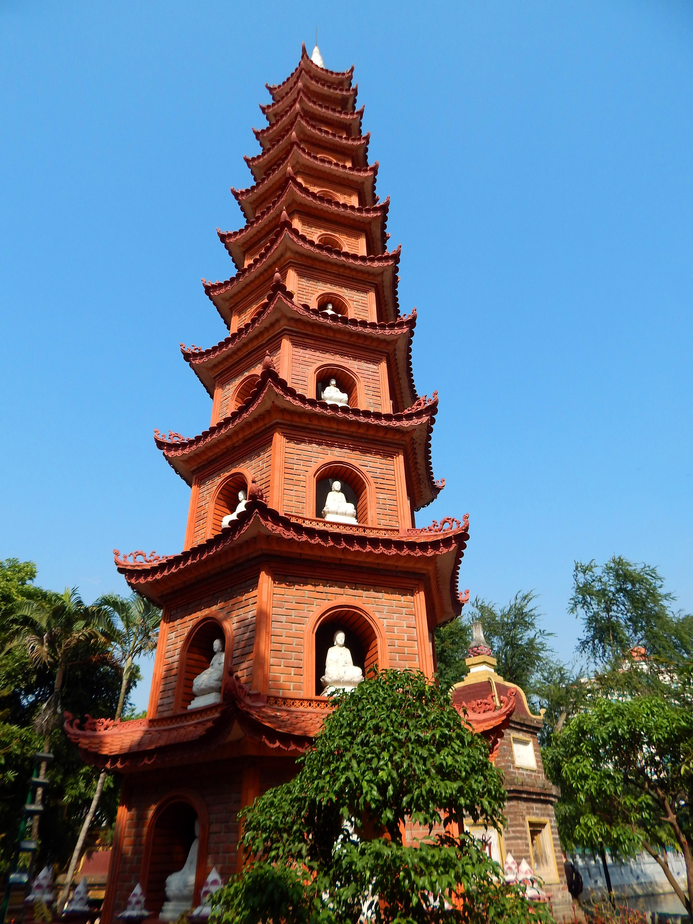 3 Weeks in Vietnam - Hanoi's Tran Quoc Pagoda