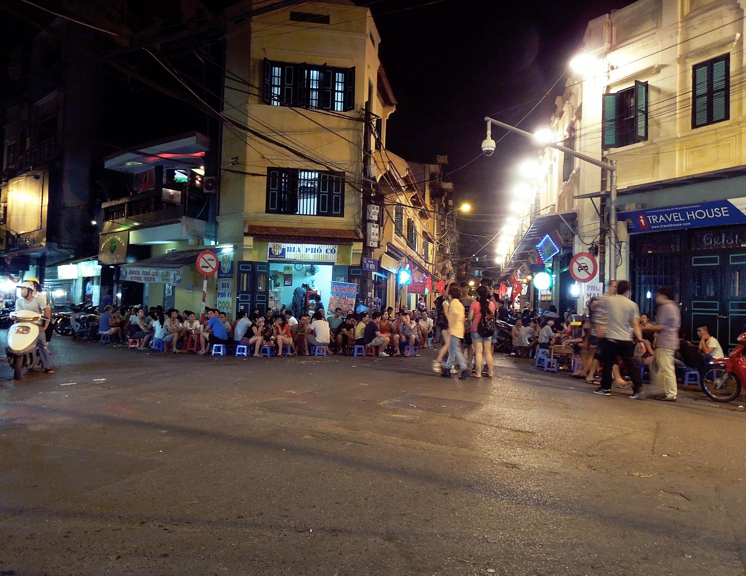 3 Weeks in Vietnam - Hanoi's Beer Corner