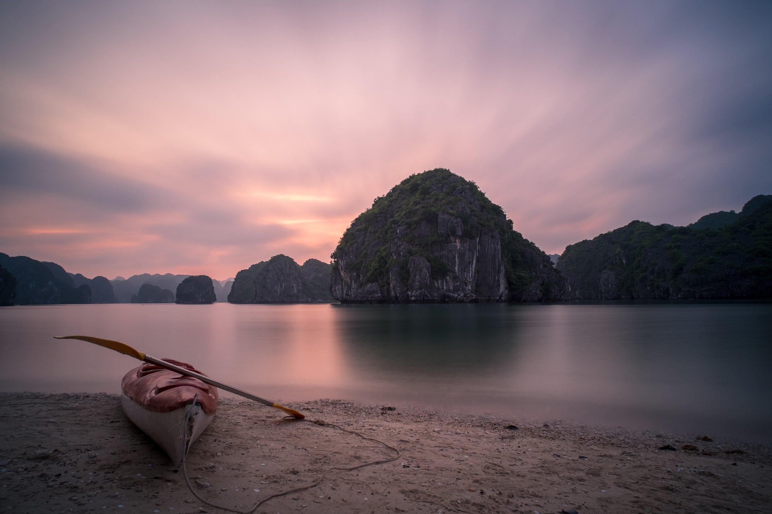 3 Weeks in Vietnam - Kayaking in Ha Long Bay!