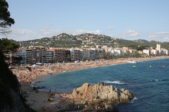 The beaches of Costa Brava are busy in the summer for a good reason.
