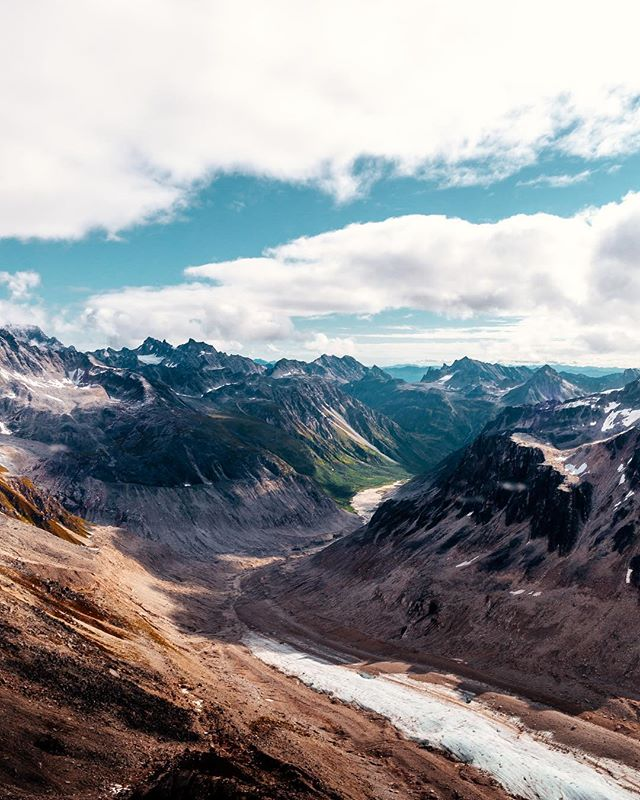 Alaska is the land of massive mountains and incredible textures...🏔 ⠀⠀⠀⠀ There were so many times that @Daniellegiroux and I were utterly stunned at what we gazed at! From incredible mountain ranges, valley and rivers that span more than we could see, and incredible textures everywhere. Alaska is something you need to see yourself, period. ⠀⠀⠀⠀ Thanks to Paul from @talkeetnaair this trip is one we will never forget! ⠀⠀⠀⠀ Enjoy some of the aerial images we took on our trip. The last one is my favorite! 😺🚁 ⠀⠀⠀⠀ 1. The very end of the Denali Mountain Range 🌊🗻 2. So close we could touch them! ☀️ 3. That scale though ⛰⛰⛰ 4. Greens and Yellows 🍃🌞 5. Alaskan river textures 🗻🏔 ⠀⠀⠀⠀ #explorealaska