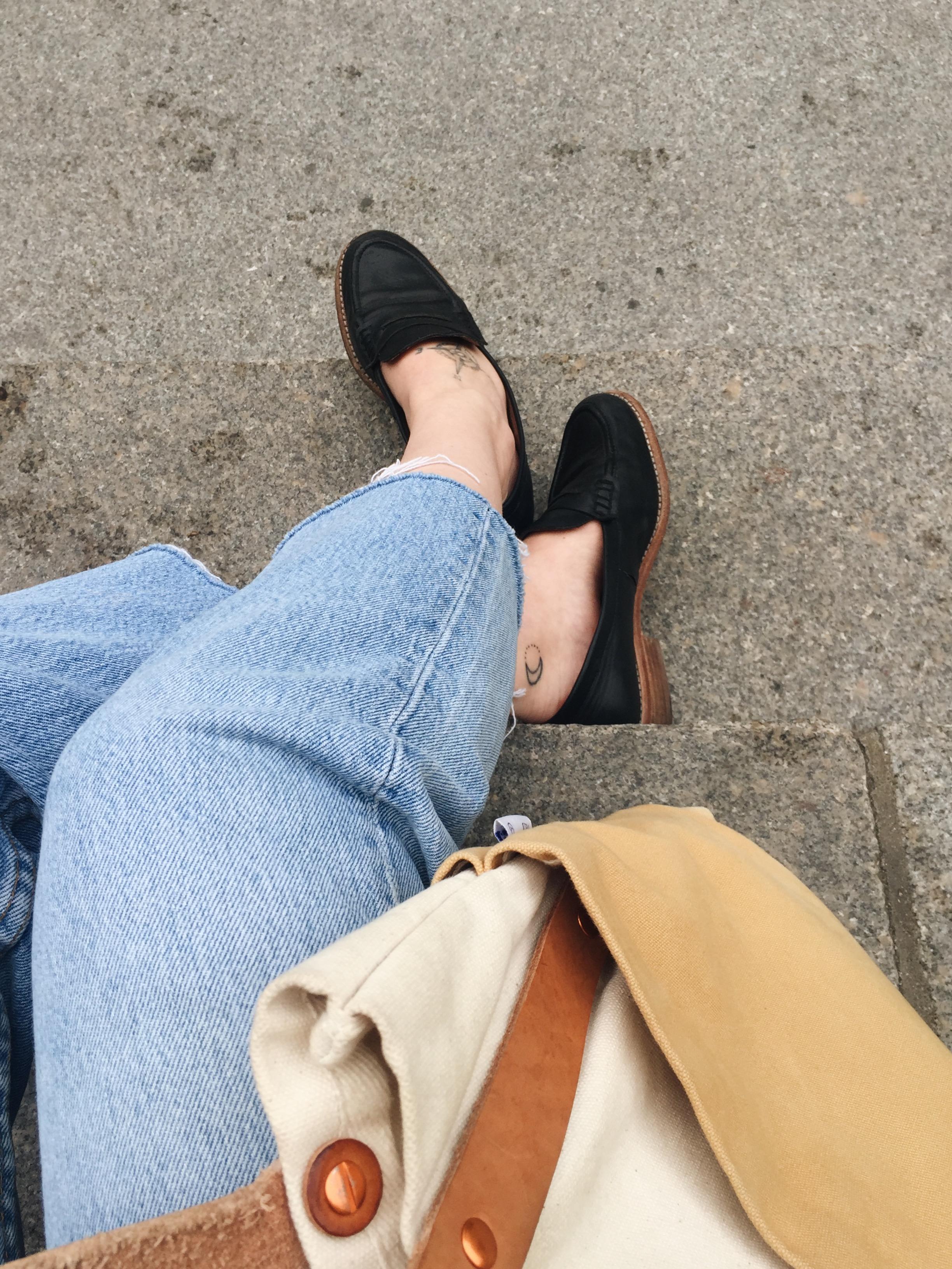 Me sitting on The Met steps feeling like a Gossip Girl character