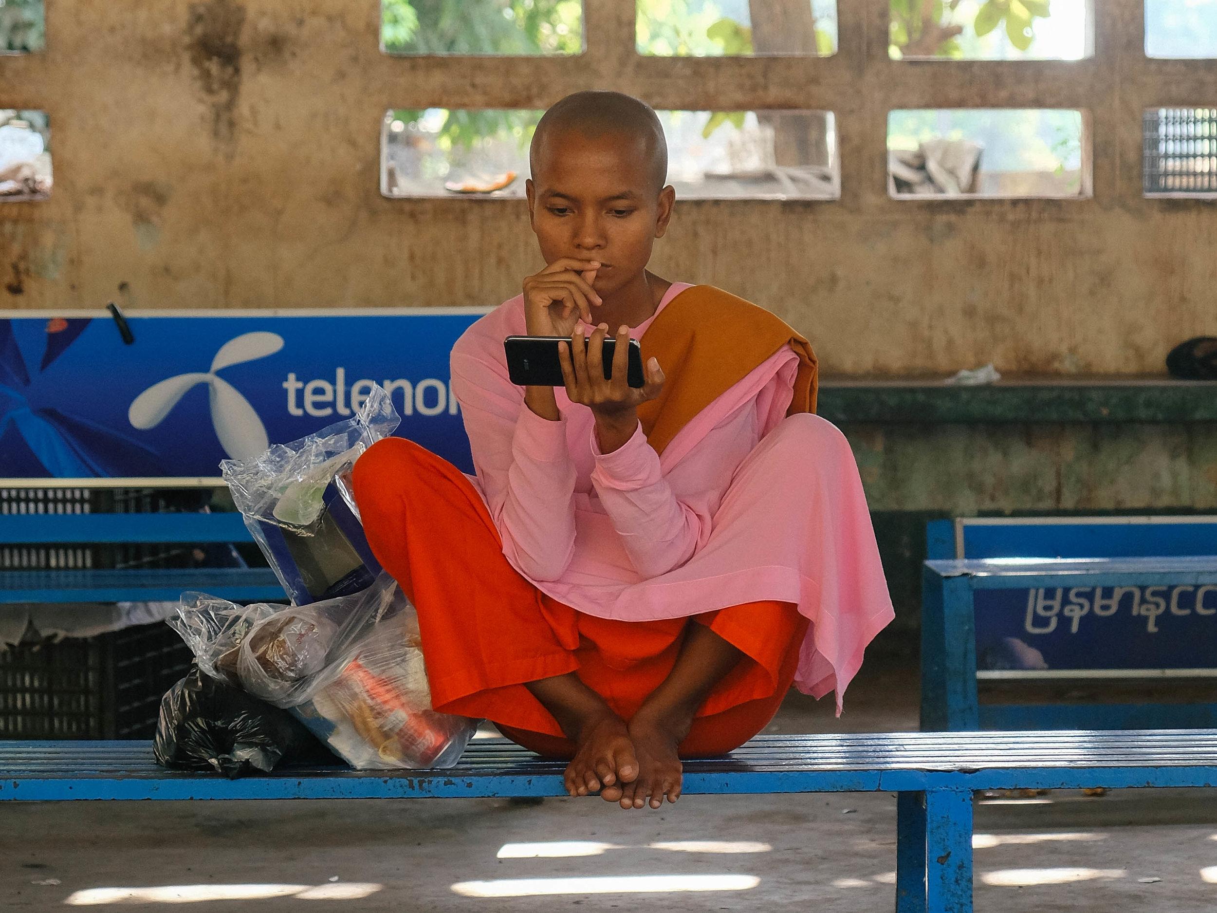 jacob-ruiz-design-photography-myanmar-buddhist-nun