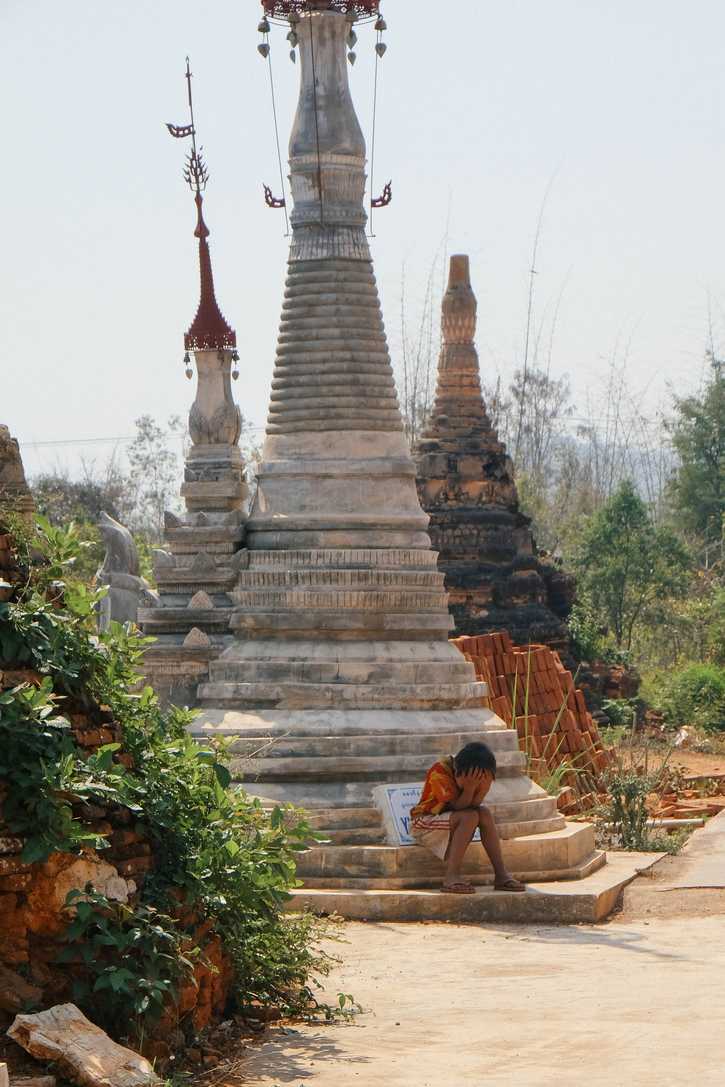 jacob-ruiz-design-photography-myanmar-sad-boy-on-pagoda