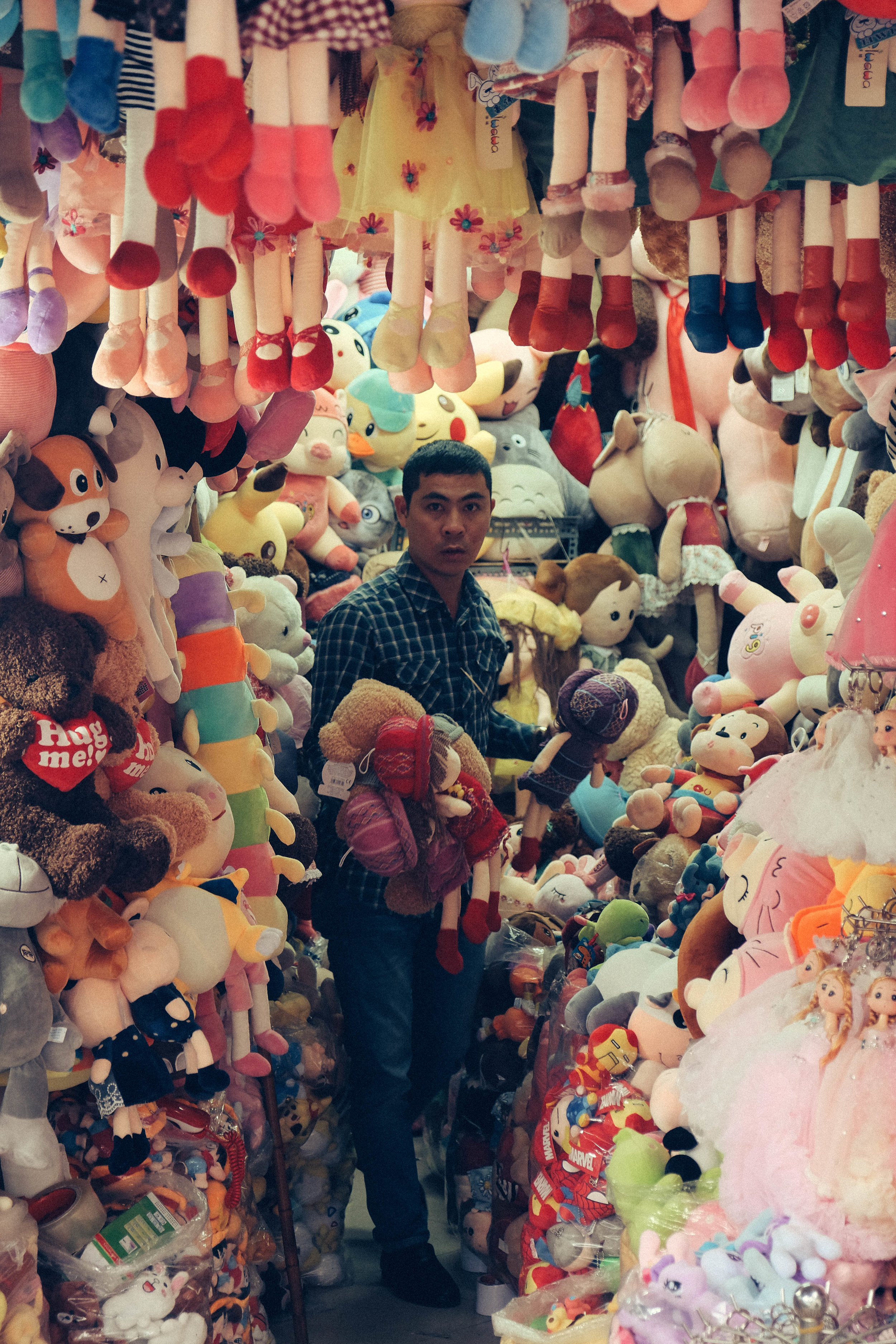 jacob-ruiz-design-photography-hanoi-plush-toy-salesman