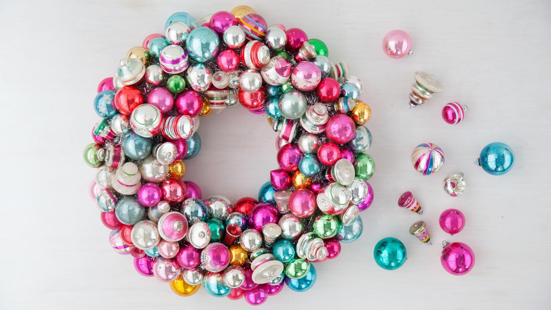vintage-ornaments-wreath-how-to-d110740-0634_horiz.jpg