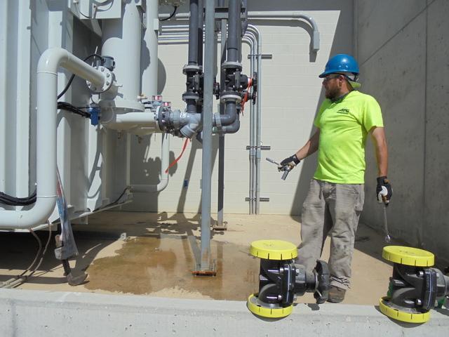 Draining valve on Transformer 7-21-159870.JPG