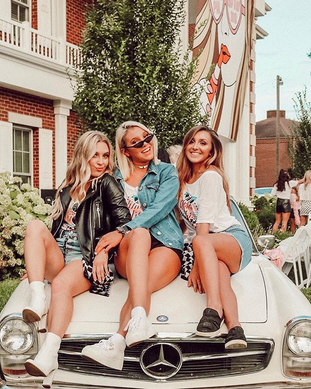✰ 𝟏 𝟎 𝟎 ✰ days until we get to welcome home PC '19!! We can't wait to spend our favorite day of the year with our future sisters!