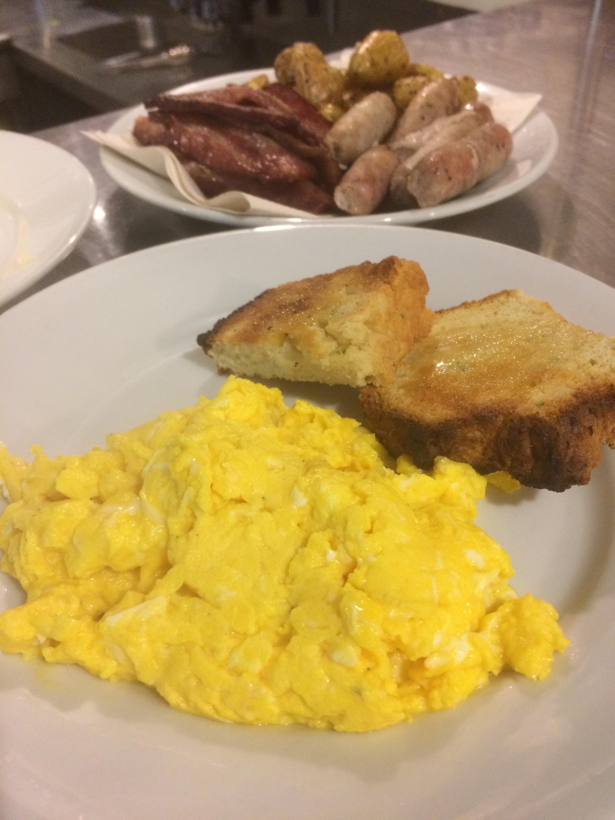 Farm table Inn Farm fresh eggs Braekfast.JPG