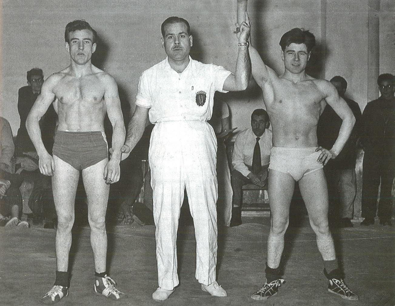Ganador en el campeonato de lucha grecorromana. Barcelona (España), c. 1955