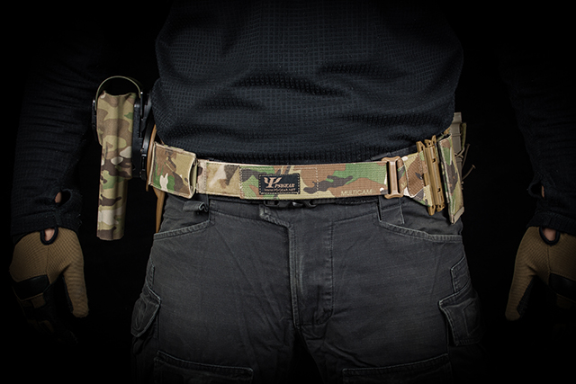 Space efficient 90 degree molle module