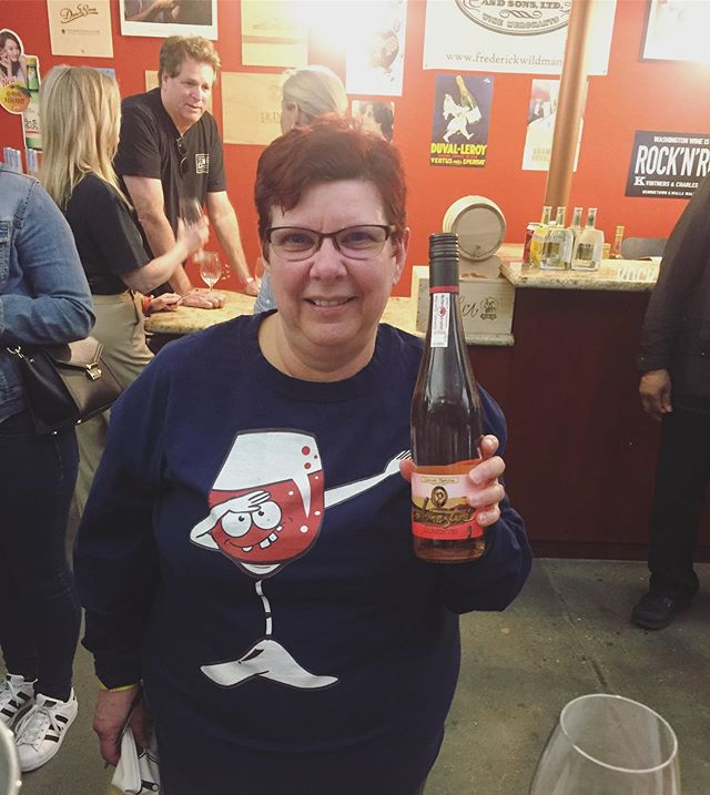 The besssst wine shirt!!?? She said she got asked to come to the rosé tasting an hour before it started and she was already wearing this shirt out and about 😭😂🥳🌹🌹💥💥💥 Thanks to Terry @downtownspirits for organizing!! ~National Rosé Day~