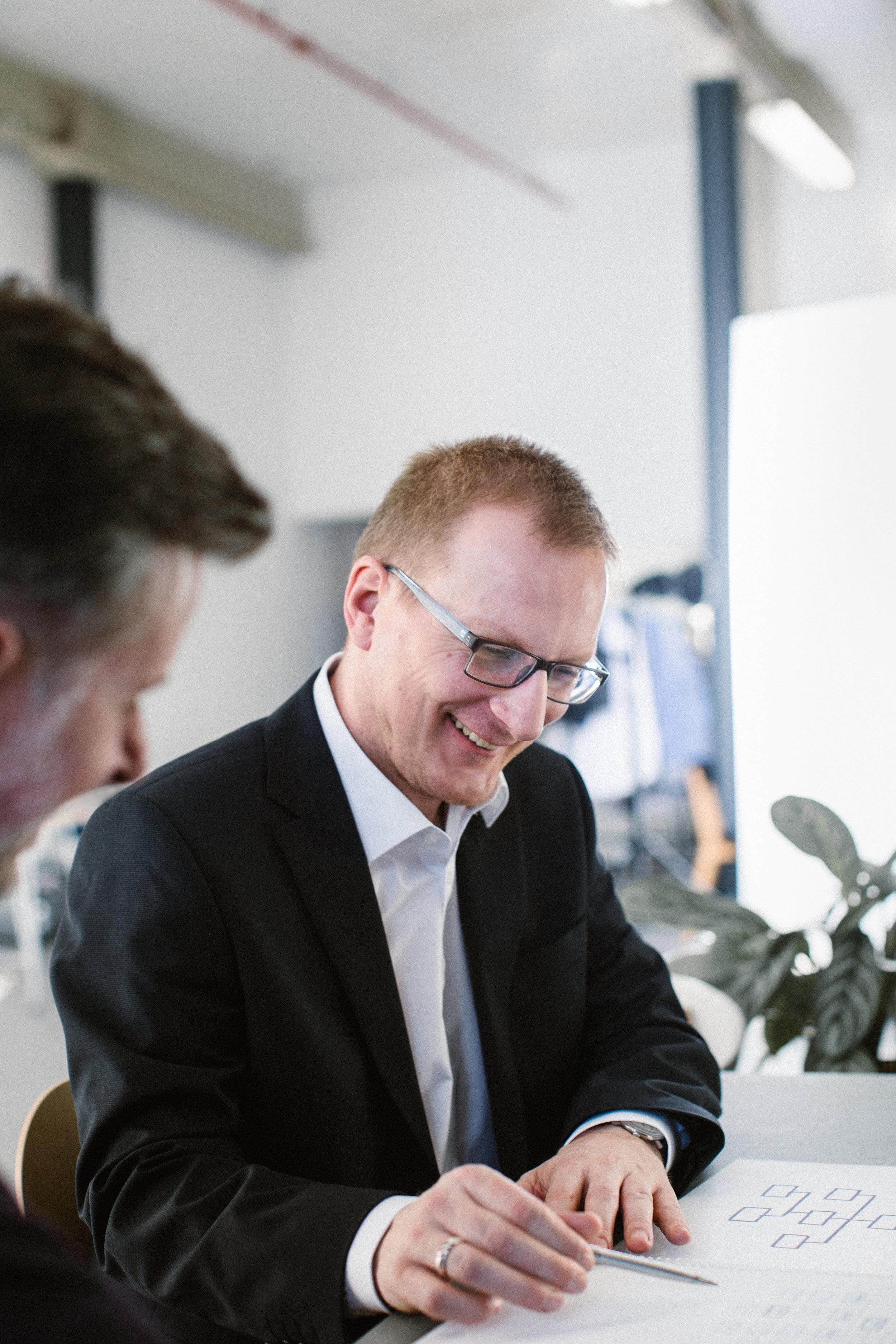Organisationsberater Falk Rodigast erklärt Sachverhalt