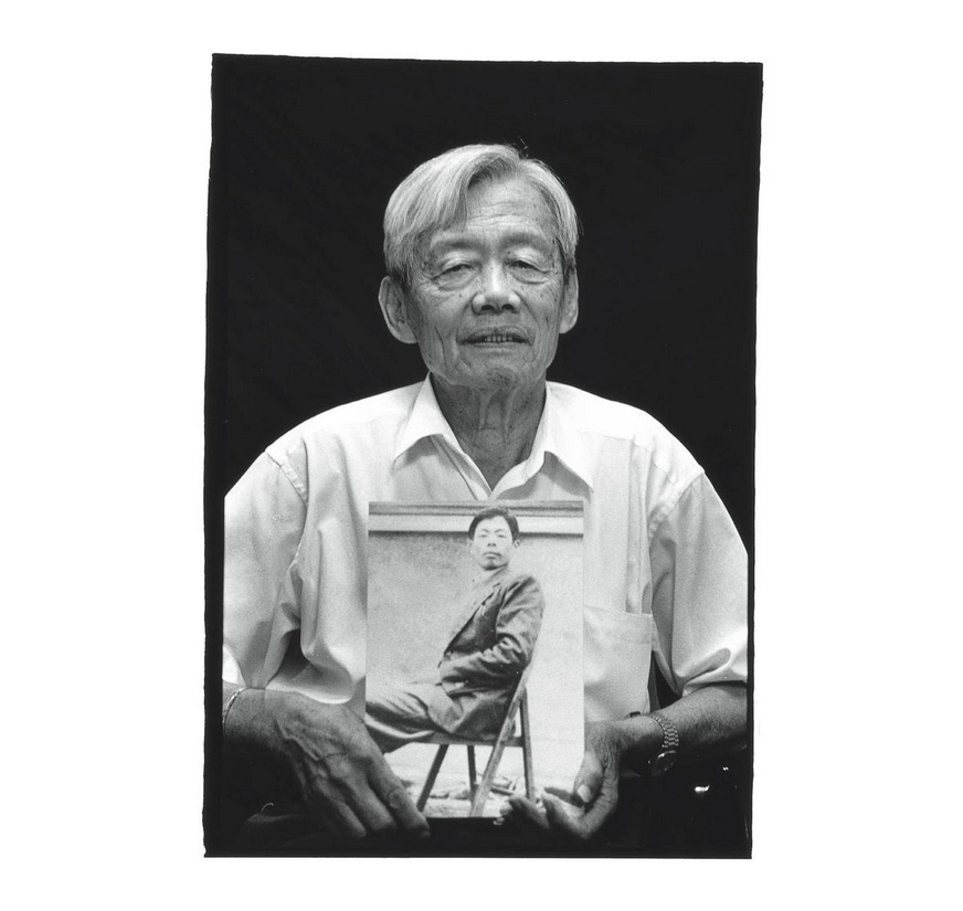 Hsiao Chin-wen with a photo of himself in his youth. Photo courtesy of Pan Hsiao-hsia, from the book  Testimonies of 228  (見證228).