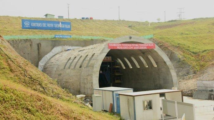 "The Walini tunnel (or ""Tunnel One"") under construction in suburban Bandung. Photo by  Aditsf56 ."