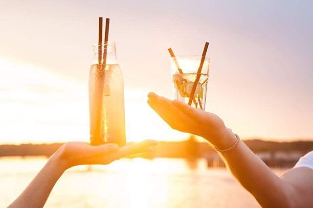 Wer nach dem Paddeln noch Durst auf einen exotischen Drink hat, der kann sich direkt nebenan bei unseren Freunden an der @haciendacospuden einnisten. Cheers! 🌊☀️🍹 #thisisleipzig #sup #standuppaddling #haciendacospuden #cospudenersee #cossie #markkleeberg