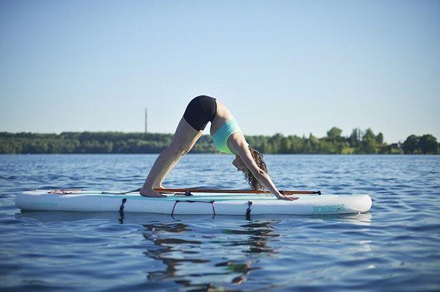 Wer hätte gedacht, dass man Yoga und Pilates auch auf unseren SUPs machen kann? 🌊🧘🏼♂️👙🧘🏽♀️ #leipzig  #pilates #kulkwitzersee #cospudenersee #thisisleipzig #leipzigcity #standuppaddle #sup