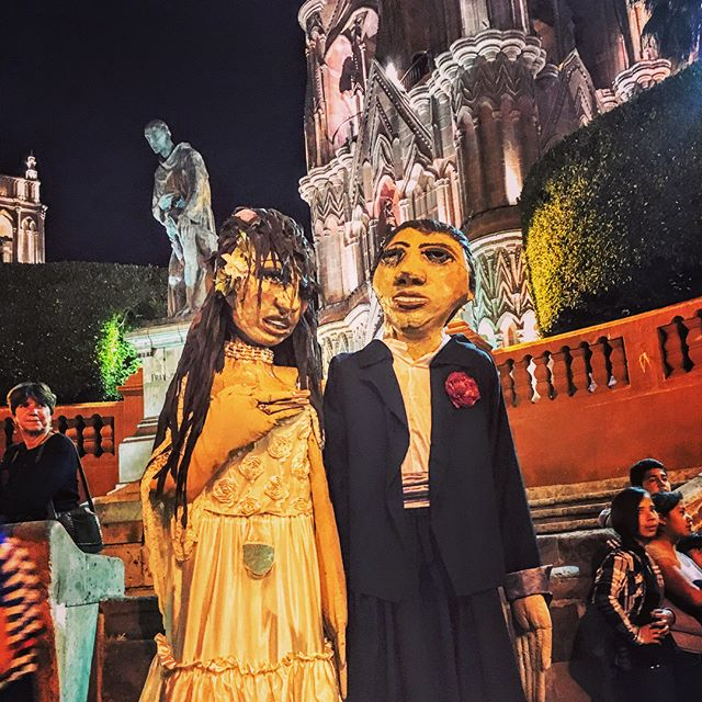 Among the many charms of San Miguel de Allende are the mojigangas (mo-he-gang-gas) shown above. You'll find these giant icons dancing in the jardín most weekends and also for weddings, birthdays, and religious and secular holidays. The second picture gives a better idea of their height. Every celebration calls for mojigangas and just seeing one makes you feel celebratory! Mojigangas are just one of the many reasons San Miguel de Allende calls us back! What place calls you to return and why? . . . . .  #travel #lovetotravel  #travelgram #traveling #travelingcouple #travelblog  #traveltheworld #wanderlust #traveladdict #letslivethere #weloveithere  #instagood  #photooftheday  #boomertravelers  #babyboomertravel #boomertravel #travelwithme #worldexplorer #travelat60 #over60travel #explore  #travelover60 #seeingtheworld #kewlcaptures #seniortravel #mojigangas #sanmigueldeallendeguanajuato #sanmigueldeallende #mexico