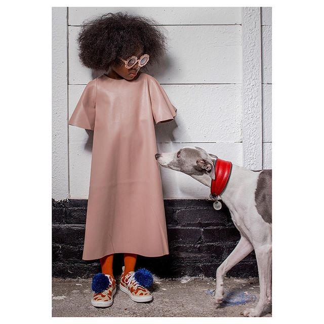 Happy World Animal Day! 🐻 In this adorable sequence Le'Ziyaah meets Ringo, Wimbledon's best dressed whippet, in our shoot for @mochamag. The way they're looking at each other in the second photo...! 💕😍 Dress @mummymoon_official Styling @shereenslittlefashionpicks Tights @_bobochoses_  Shoes @wolfandrita  Model @leeandsnow Agency @happy_feet_management