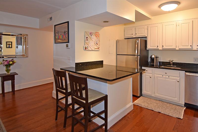 11 Kitchen 4.jpg
