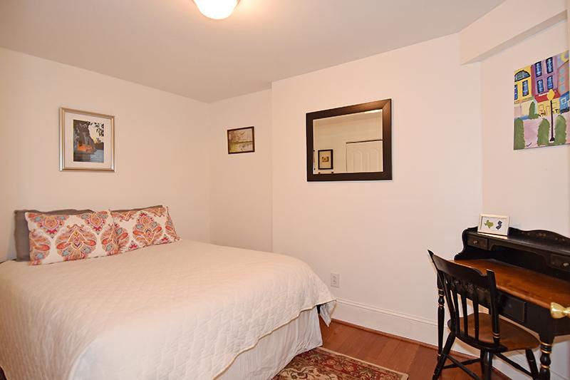 20 Bed 1.jpg